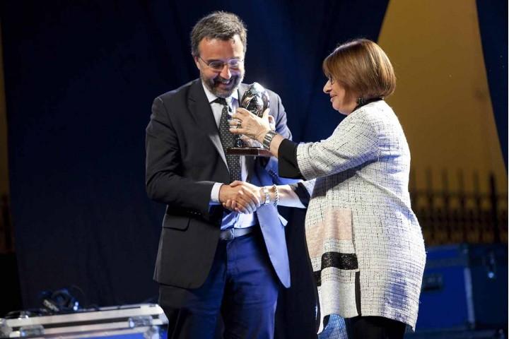 Marco Damiano premiato da Maria Bianca Farina