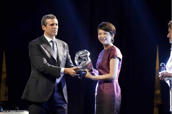 Riccardo Monti premia Tian Wei